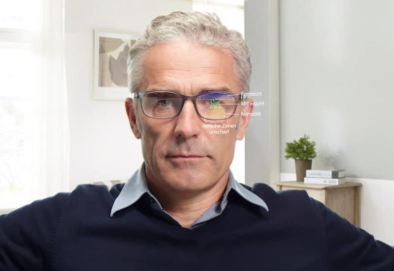 Mann mit Gleitsichtbrille